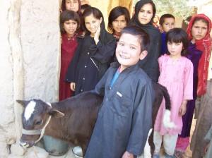 Ammanu zusammen mit seinen Schwestern und Cousinen